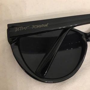 Betsey Johnson big sunglasses 💕